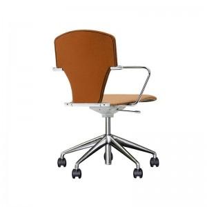 silla Egoa con ruedas tapizada piel coñac Stua