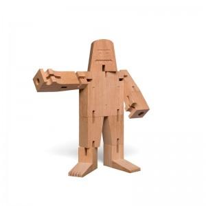 Juguete Mr B fabricado en madera roble sin tratar de E15. Disponible en Moisés Showroom